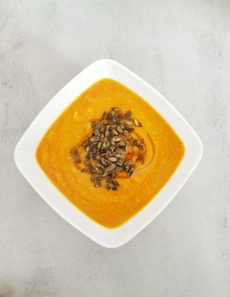 Zupa z warzyw korzeniowych z pomarańczą