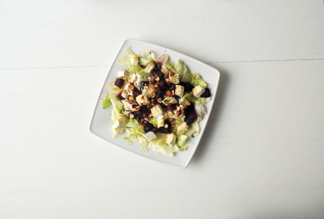 Sałatka z camembert i pieczonymi burakami