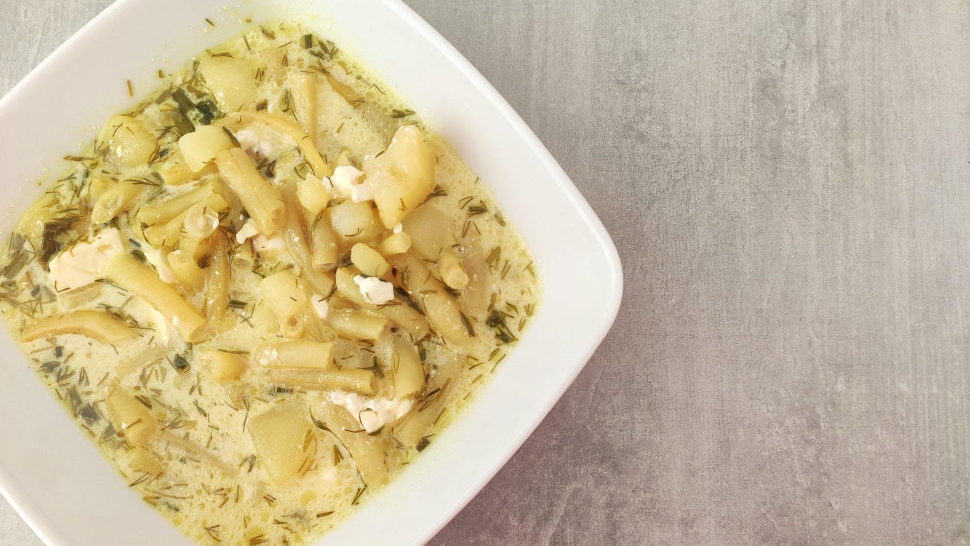Zupa z fasolki szparagowej z ziemniakami i serem feta